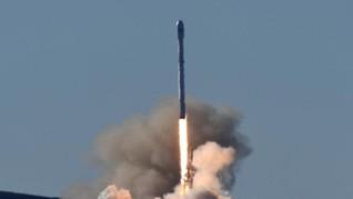 SpaceX Luncurkan Roket Falcon 9 Blok-5 Terkuat