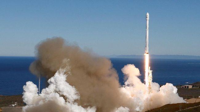 4 Fakta Falcon 9, Roket yang Terbangkan Satelit Merah Putih