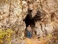 Pria Tua Bosnia Temukan Kebahagiaan Hidup Tinggal di Gua