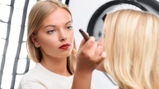 Buat Tutorial Make-up Sahur, MAC Dikritik Warganet