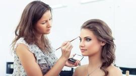 10 Kesalahan 'Makeup' yang Buat Wajah Terlihat Tua
