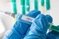 Vaksin HPV (human papillomavirus) rencananya akan diberikan pada anak-anak perempuan usia sekolah dasar guna mencegah kasus kanker serviks. Ketika program percobaan vaksin HPV ini berjalan di Jakarta tahun 2016 lalu, beredar pesan berantai yang menuding bahwa vaksin HPV sebabkan menopause dini. Hal tersebut dibantah oleh ahli. Foto: ilustrasi/thinkstock