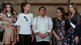 Saat Presiden Duterte Dikelilingi Para Wanita Cantik Sejagat