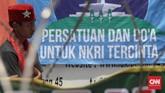 Sebelum meminta massa bubar, Rizieq meminta besok agar kembali digelar unjuk rasa di depan Polda terkait dengan adanya pemeriksaan anggota Gerakan Nasional Pengawal Fatwa MUI. (CNN Indonesia/Safir Makki)