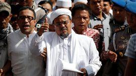 Rizieq Shihab Ikut Berdoa di Pemakaman Mbah Moen di Makkah