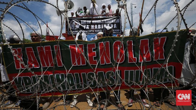 Rizieq tak sendiri, massa Front Pembela Islam (FPI)