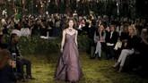Untuk pertama kalinya, Chiuri merancang seluruh koleksi haute couture bagi Dior, sejak menjabat sebagai direktur kreatif baru. Chiuri juga merupakan desainer perempuan pertama yang menangani rumah mode tersebut, setelah era John Galliano dan Raf Simmons.