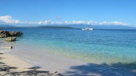 Pulau Moyo Jadi Tempat Liburan Favorit Para Artis Dunia