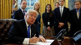 Trump Teken Pelarangan Sementara Imigran dari 7 Negara Muslim