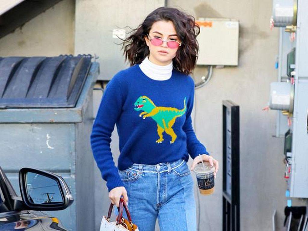5 Sepatu Wajib Punya Seperti yang Dipakai Selena Gomez