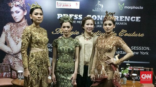 Gaun Wayang Bakal Meriahkan New York Couture Fashion Week