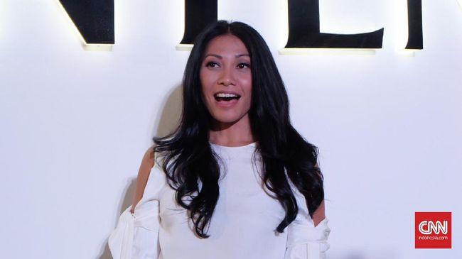Esok, Anggun Dikabarkan akan Menikah di Bali