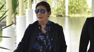 Gaya Luwes Menteri Susi Saat Sambut Presiden Perancis