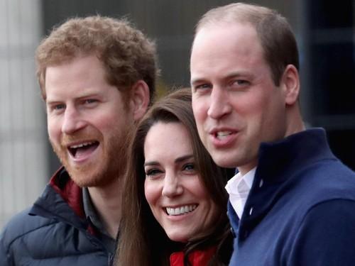 Keluarga Kerajaan Inggris Punya Grup WhatsApp, Ngomongin Apa Aja Ya?