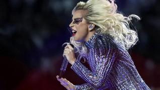 Kostum Futuristik Super Bowl Versace untuk Lady Gaga