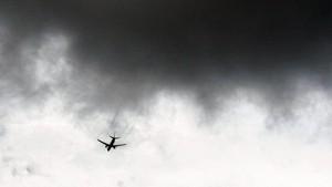 Pesawat Jatuh di Daerah Kekuasaan Taliban