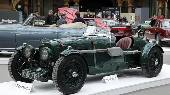Aston Martin Ulster Two-seater Sportsdengan sasis pendek untuk versi balap model MKII yang dibuat di era 1934 dan 1935 juga dipamerkan di ajang tersebut. (REUTERS/Benoit Tessier)