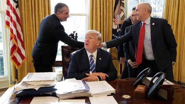 Panggilan Telepon yang Buat Trump Tak Blokir Irak