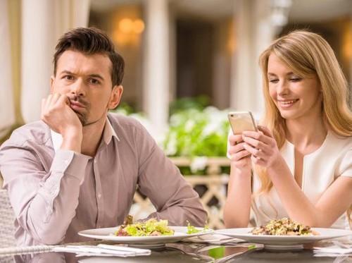 10 Tanda Kencan Pertama Kamu Gagal
