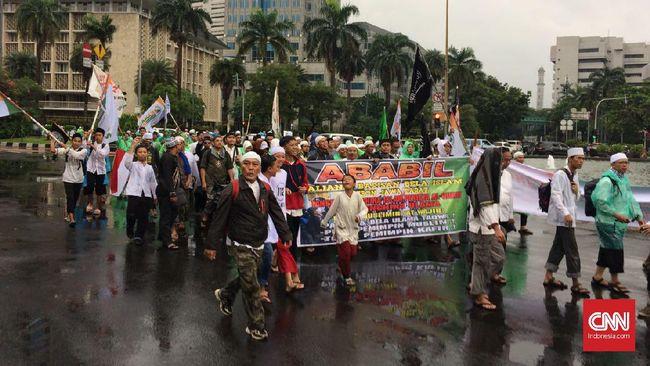 Massa 'Anti Ahok' Mulai Berdatangan ke Masjid Istiqlal