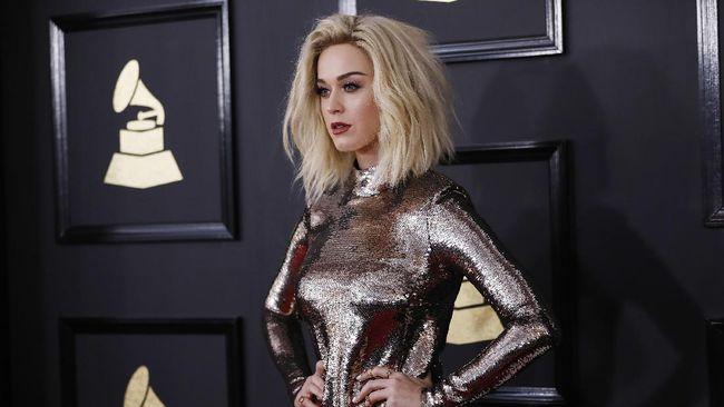 Klaim Dilecehkan Katy Perry, Model 'Teenage Dream' Dihujat