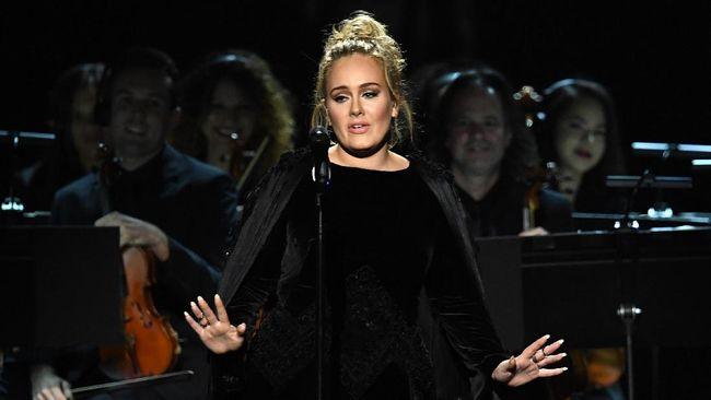 Aksi Emosional Adele Bawakan Lagu Tribute George Michael