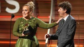Keceplosan Dalam Pidato Kemenangan, Adele Akui Menikah