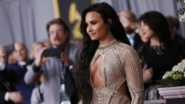 Demi Lovato Tampil Perdana di Publik Sejak Overdosis