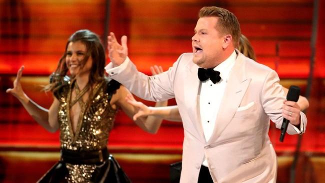 Sejak awal, Grammy Awards 2017 yang diselenggarakan di Staples Center Los Angeles, Minggu (12/2) malam waktu Amerika, sudah dibuka dengan penuh tawa. (REUTERS/Lucy Nicholson)