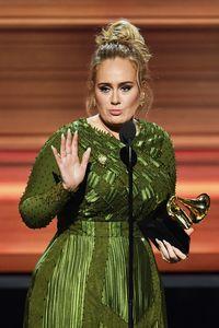 Penyanyi peraih Grammy Award, Adele, mengaku sempat sangat kecanduan gula karena cake dan kue cokelat. Perlahan tapi pasti, Adele mengurangi asupan gula saat melakukan program diet. Kini ibu satu anak itu terlihat ramping sekaligus bertenaga karena sudah lepas dari kecanduan gula. Foto: Kevin Winter/Getty Images for NARAS