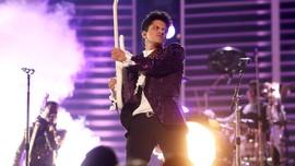 Panggung Terbakar Saat Bruno Mars Asyik Bernyanyi
