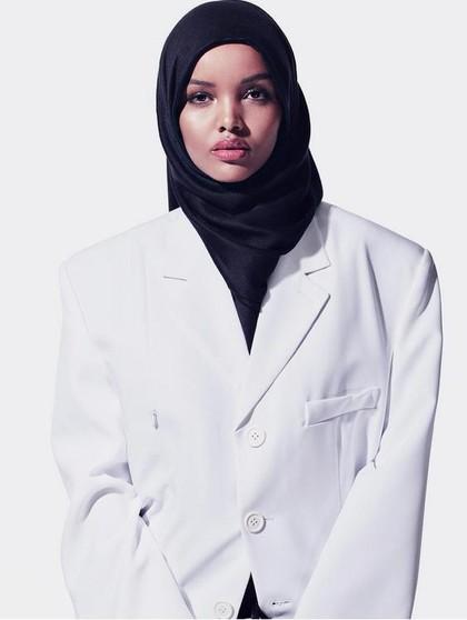 Jadi Model Kanye West, Hijabers AS Ini Banjir Pujian Netizen