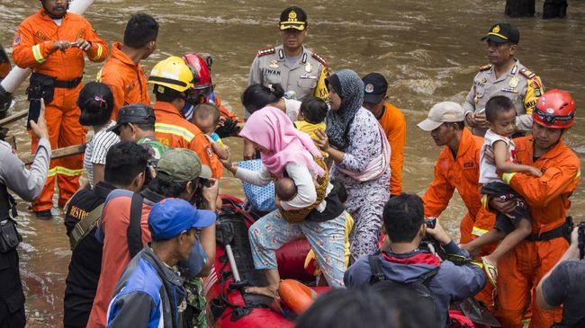 Cipinang Melayu Banjir karena Luapan Sungai Sunter