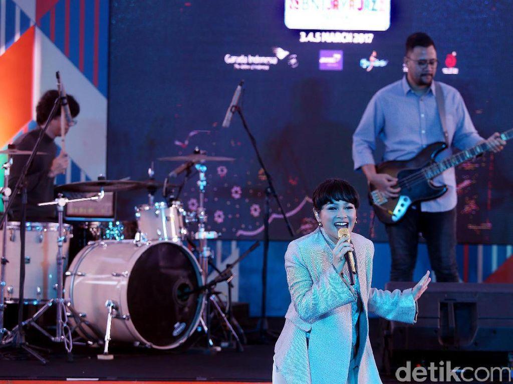Sebagai salah satu rangkaian event BNI Java Jazz Festival 2017, diselenggarakan juga event Java Jazz on The Move di lobby Kantor Pusat BNI, Jakarta, Jumat (17/02/2017).