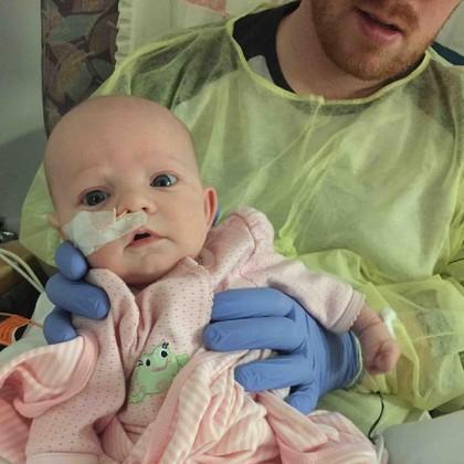 Bayi dengan Usus Terburai ini Bertahan Berkat Operasi di Usia Beberapa Jam