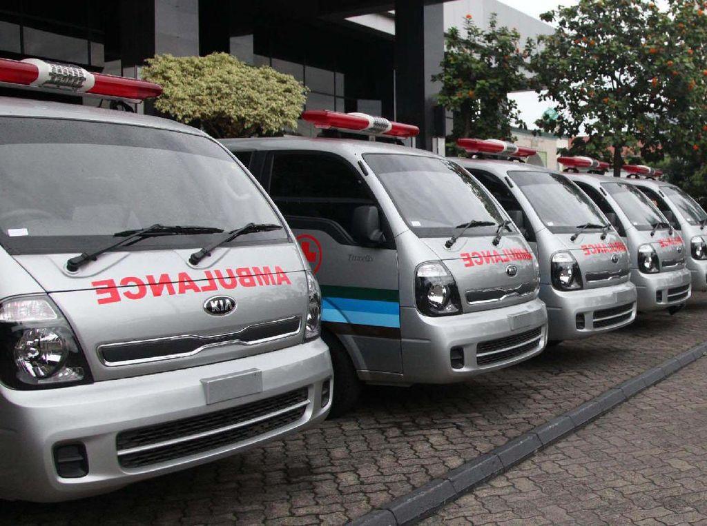Ada 6 ambulans yang diserahkan. Pool/dok. ASABRI.