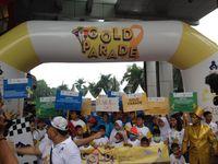Untuk memperingati Hari Kanker Anak Internasional, Yayasan Onkologi Anak Indonesia (YOAI) dan Cancer Buster Community (CBC) menyelenggarakan kampanye 'Gold Parade'. Tema tersebut berkaitan dengan lambang pita emas sebagai simbol keberanian pahlawan kecil dan remaja yang berjuang melawan kanker. (Foto: Puti)