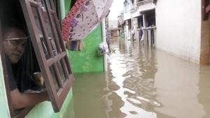 'Harusnya Pejabat Datang saat Kita Kebanjiran'