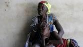 Sejumlah pengungsi yang datang menuturkan kisah kelam mereka di Sudan Selatan. Selama perang berkecamuk, mereka menjadi saksi mata penculikan, pemerkosaan, hingga kelaparan akut. (Reuters/Siegfried Modola)