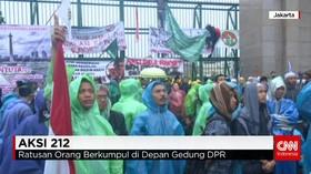 Massa Aksi 212 Datangi DPR Menuntut Pemberhentian Ahok
