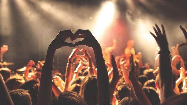 5 Perlengkapan Wajib Dibawa saat Konser