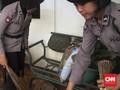 Aksi Telat Polwan Bantu Korban Banjir Cipinang Melayu