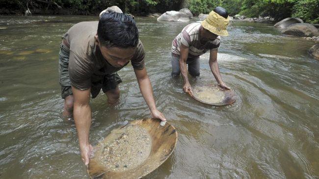Penambang Emas Tradisional yang Tak Suka Mengeluh