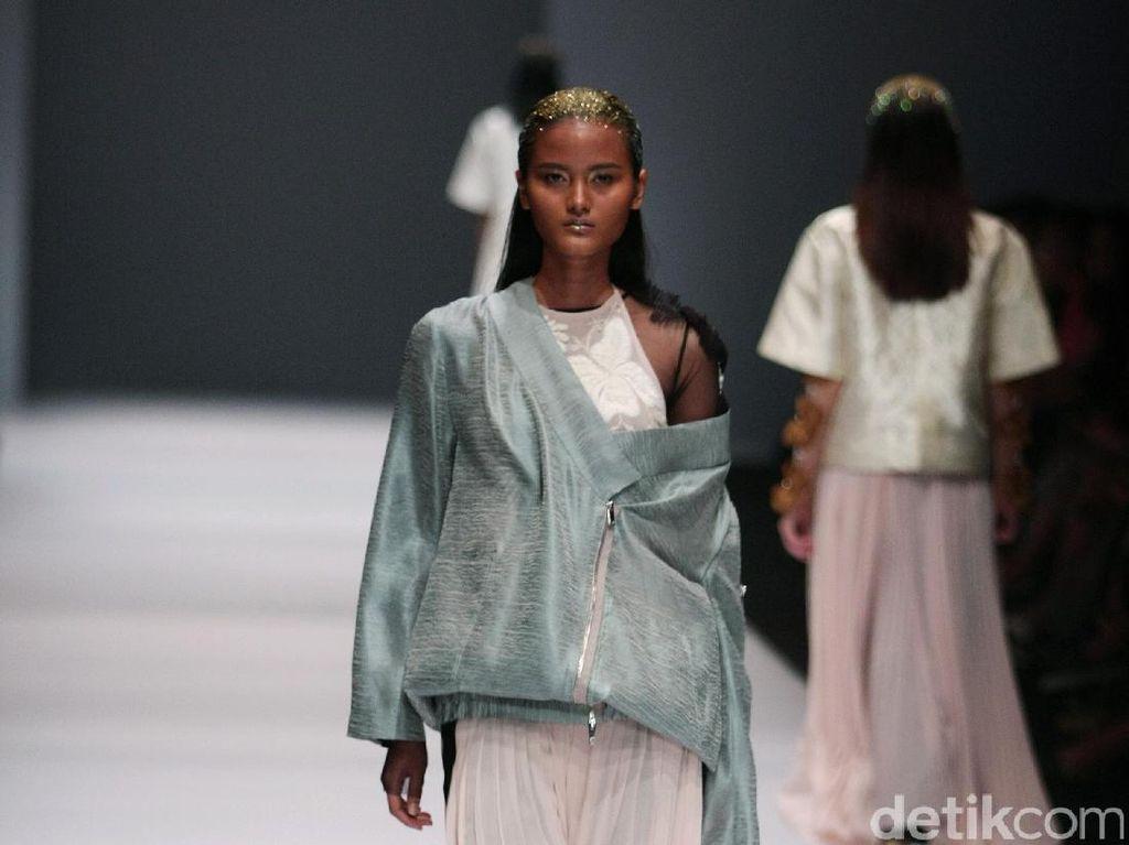 Foto: Koleksi Toton Yanuar di Jakarta Fashion Week 2017