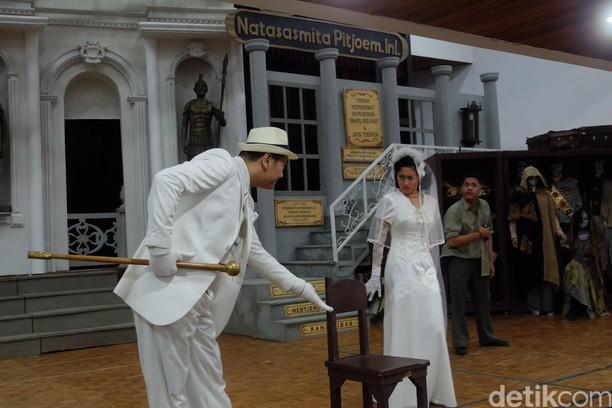 Intip Latihan Teater Koma Opera Ikan Asin