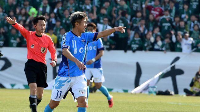 Pesepakbola 51 Tahun Perpanjang Kontrak di Yokohama FC
