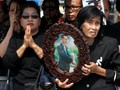 Warga Sampaikan Hormat Terakhir untuk Raja Thailand