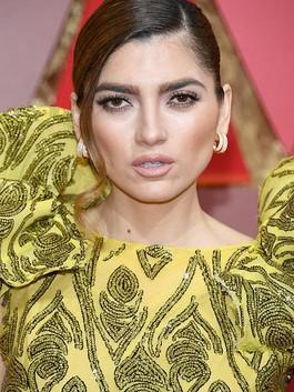 Ups, Aktris Ini Tak Sengaja Pamer Area Intim di Karpet Merah Oscar