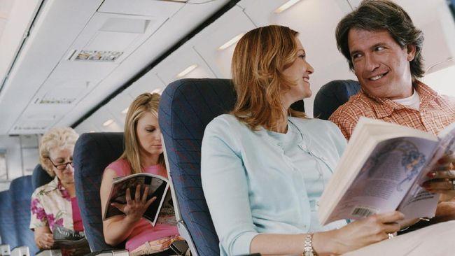 5 Cara Tidur Nyaman Selama Penerbangan