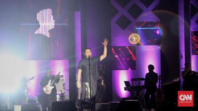 Menang Besar di AMI Awards 2017, Tulus Ungkap Makna Monokrom